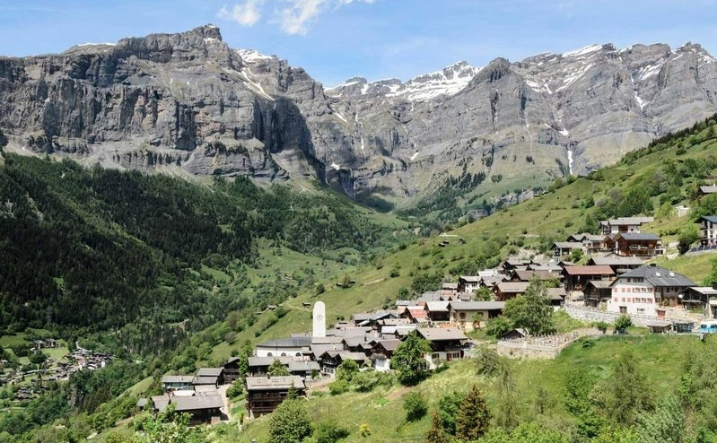 village in the Canton of Valias