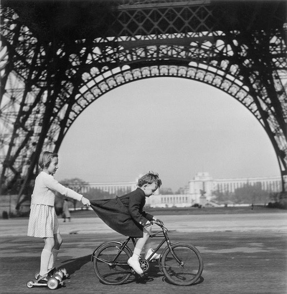 Playing under Eiffel Tower
