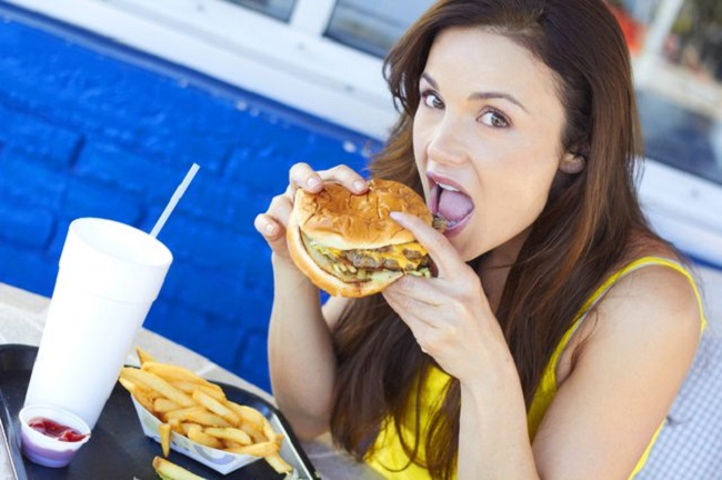 effect of media on eating habits New study examines impact of new media on eating habits 29 march 2011 a new study by rochester institute of technology is one of the first to analyze how new-media.