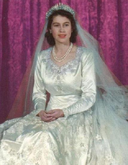 15 Secret Details You Didn\'t Know About Queen Elizabeth\'s Wedding Dress