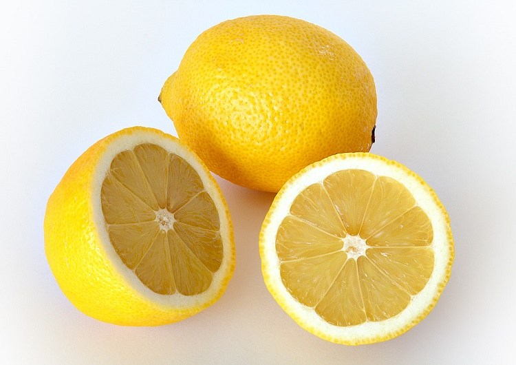 Lemons to whiten teeth