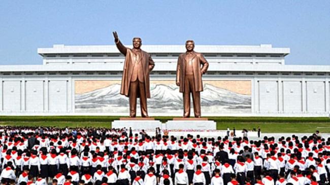 Patung pemimpin Korea Utara