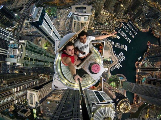selfie on burj khalifa